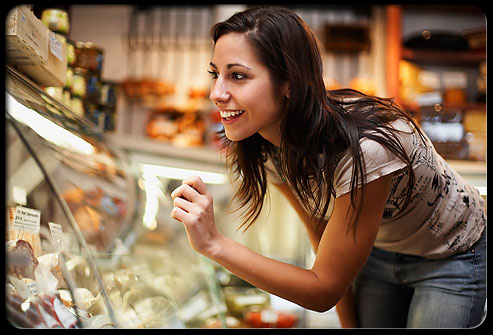 weight_loss_foods_s1_woman_deli_case